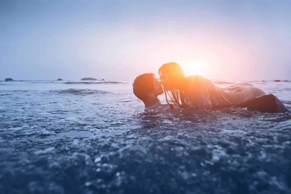 Einer Umfrage zufolge bekommen vor allem Frauen im Urlaub verstärkt in lustvolle Erregung, bei den Männern liegt die entsprechende Quote deutlich niedriger.