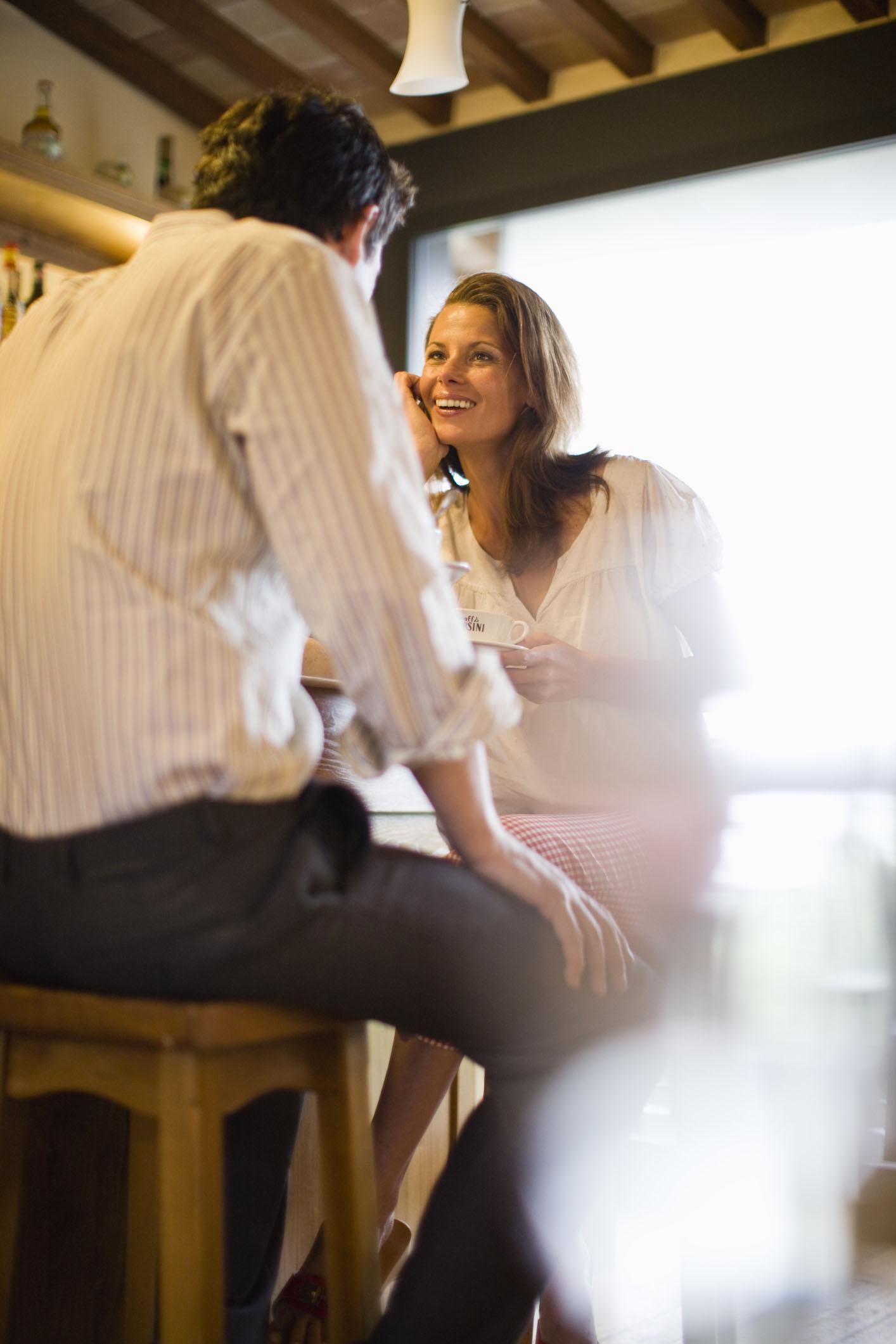 Früher oder später kommt nach der Trennung eine Zeit, in der es wieder Spaß macht, Leute kennenzulernen und auch zu flirten.