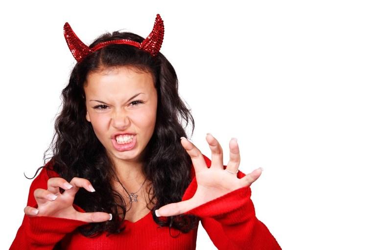 Frau als Teufelchen