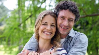 Junges Paar und Frühlingsgefühle
