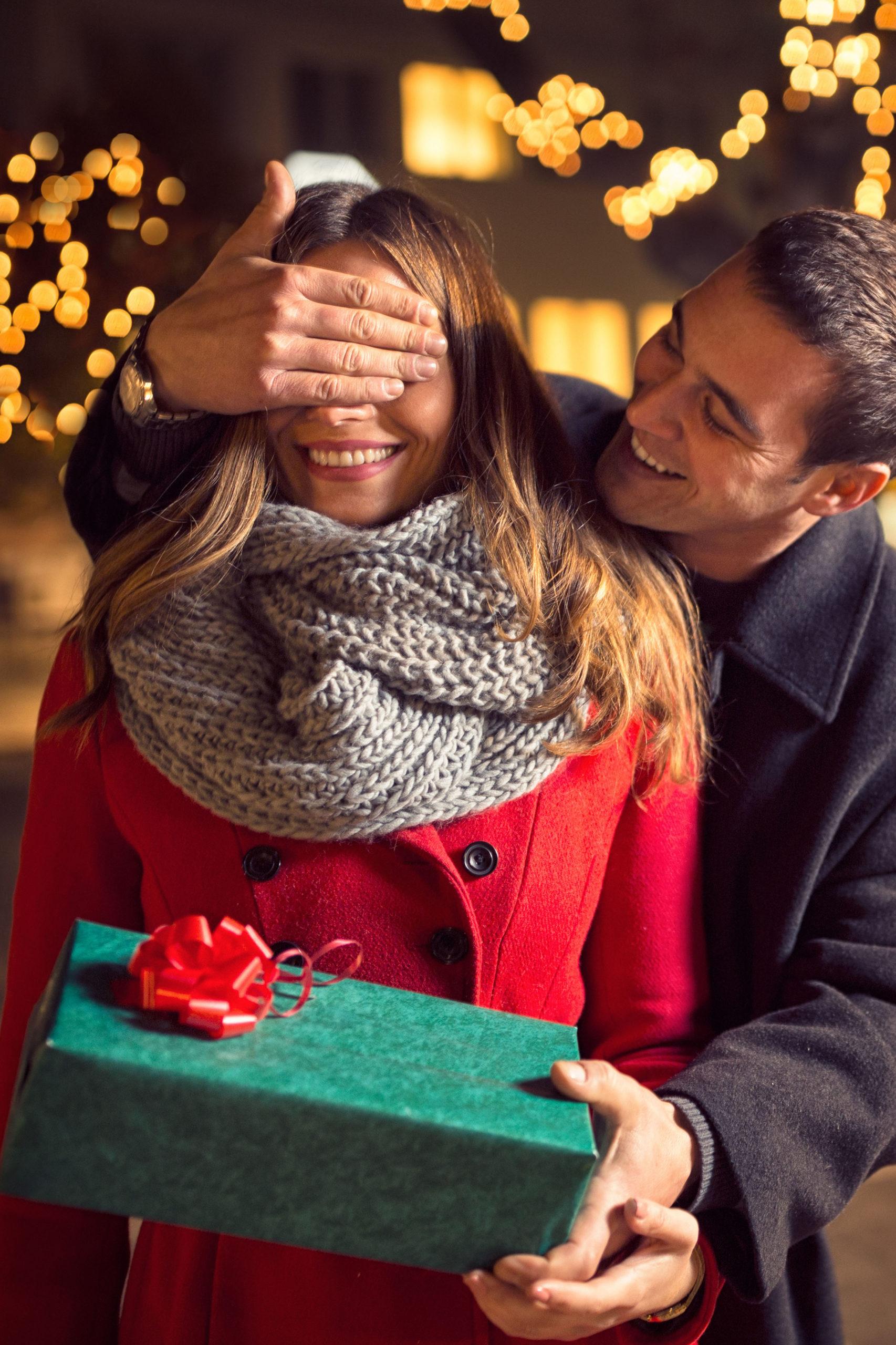 Mann verschenkt Romantikurlaub